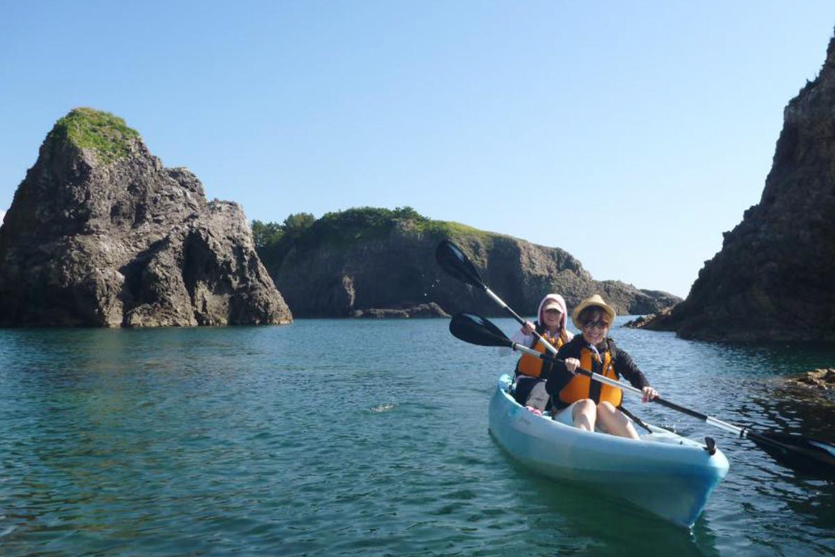 白神海上的皮划艇游览